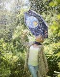 Frau und Regenschirm Stockfotografie