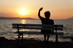 Frau und Sonnenuntergang Lizenzfreies Stockfoto