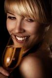 Frau und Wein Lizenzfreie Stockbilder