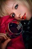Frau und Wein Lizenzfreies Stockbild