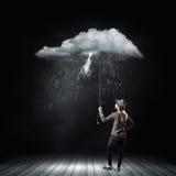 Frau unter Regen Lizenzfreie Stockfotografie
