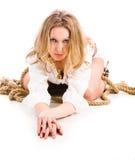 Frau verdreht mit Netzkabel Lizenzfreies Stockfoto