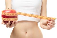 Frau verlieren Gewichtsschlankheits-Zentimeterapfel stockfoto