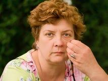Frau von mittlerem Alter lizenzfreie stockfotografie