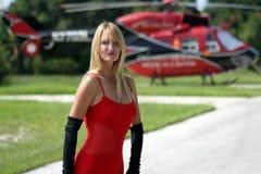 Frau vor einem Hubschrauber (3) Lizenzfreie Stockbilder