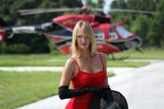 Frau vor einem Hubschrauber (6) Lizenzfreies Stockbild