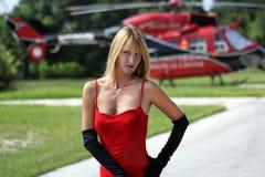 Frau vor einem Hubschrauber (9) Stockfoto