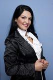 Frau in weißem und in Schwarzem für spezielle Gelegenheit Lizenzfreie Stockbilder