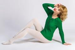 Frau in weißen Strumpfhosen O Stockfoto