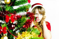 Frau am Weihnachtsbaum Lizenzfreies Stockbild