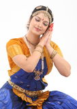 Frau, welche die Lage im Tanz tut lizenzfreie stockfotografie