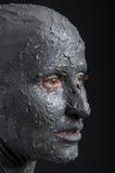 Frau wie eine Statue im nassen Lehm Badekurort - 7 stockfoto