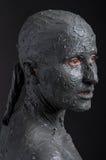 Frau wie eine Statue im nassen Lehm Badekurort - 7 Lizenzfreie Stockfotografie