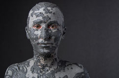 Frau wie eine Statue im nassen Lehm Badekurort - 7 Lizenzfreies Stockbild