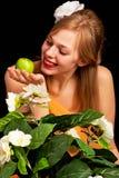 Frau witn Apfel Lizenzfreies Stockbild
