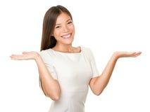 Frau zeigen - zwei geöffnete Hände leeren sich Lizenzfreie Stockfotografie