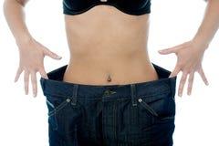 Frau zeigt ihren Gewichtsverlust Lizenzfreie Stockbilder