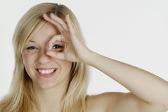 Frau zeigt Schlupfloch Lizenzfreie Stockfotografie