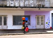 Frau zwei in Inhambane Mosambik Afrika stockbilder