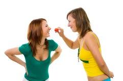 Frau zwei mit Erdbeere Stockfotos