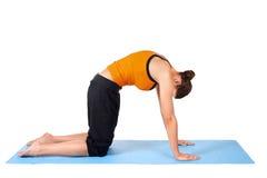 Frauen-übendes Yoga Lizenzfreie Stockfotos