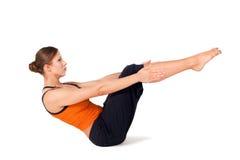 Frauen-übendes Yoga Stockbild