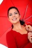 Frauen-Abdeckung mit Regenschirm lizenzfreies stockbild