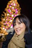 Frauen asiatisch auf Weihnachtsmarkt Stockfotografie