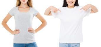 Frauen asiatisch und Kaukasier im leeren Schablonent-shirt lokalisiert auf weißem Hintergrund Girlsl in den T-Shirts mit Kopienra stockfoto