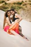 Frauen auf dem Strand Lizenzfreies Stockbild