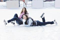 Frauen auf Eis stockbilder