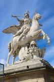 Frauen auf Pferdstatue - Paris Lizenzfreie Stockfotografie