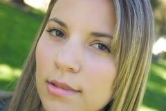 Frauen-beißende Lippe Stockbilder