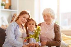 Frauen bei der Familien-Aufstellung stockbilder