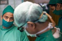 Frauen-Chirurgen in Indien Stockfotos
