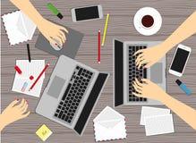 Frauen an dem Arbeitsplatz Auch im corel abgehobenen Betrag Lizenzfreies Stockfoto