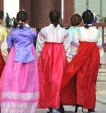 Frauen in den Trachtenkleidern Lizenzfreies Stockfoto