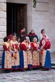 Frauen in den traditionellen Kostümen am Festival. Lizenzfreies Stockbild