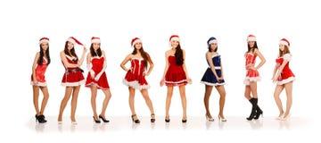 Frauen in den Weihnachtsmann-Kostümen Stockfotos