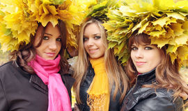 Frauen in den Wreaths stockbilder