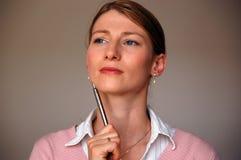 Frauen-Denken lizenzfreies stockfoto