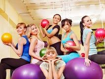 Frauen in der Aerobicsklasse. Stockfotos