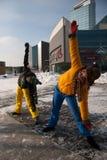 Frauen, die in der Winterkälte, Vilnius trainieren Stockfotos