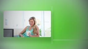Frauen, die fernsehen stock video footage