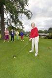 Frauen, die Golf spielen Lizenzfreies Stockbild