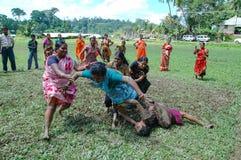Frauen, die Kabaddi spielen Stockfotos