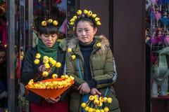 Frauen, die kleine Hühner verkaufen Lizenzfreies Stockfoto