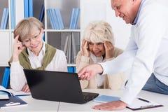 Frauen, die Problem mit Computer haben Lizenzfreie Stockbilder
