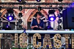 Frauen-DJ-Mischen Live lizenzfreies stockfoto