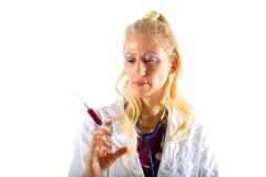 Frauen-Doktor mit Spritze Stockfotografie